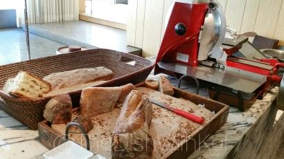 Bread-cutting station