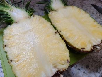 FriedRice-Halved Pineapple